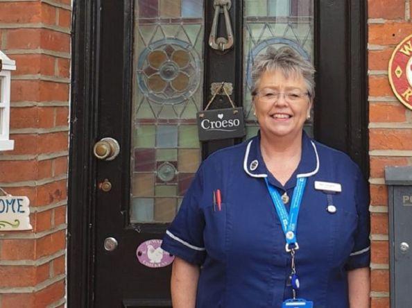 UK မှာ ကိုရိုနာဗိုင်းရပ်စ်တိုက်ဖျက်ဖို့အတွက် အလုပ်ခွင်ကို ပြန်လာခဲ့တဲ့ ဆေးဘက်ဆိုင်ရာဝန်ထမ်းဟောင်း