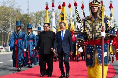 1524911197_south-korean-president-moon-jae-north-korean-leader-kim-jong-un-meet-truce-village-panmunjom.jpg