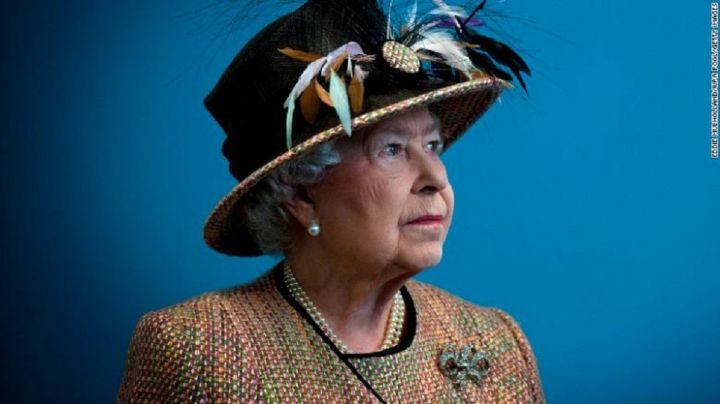 180826192306-01-queen-elizabeth-ii-unfurled-exlarge-169.jpg