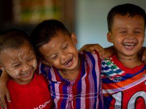 ငါးလအတွင်း ကလေးသူငယ် (၉၀၀) ကျော်ကို Save the Children က ကူညီထောက်ပံ့ပေးခဲ့