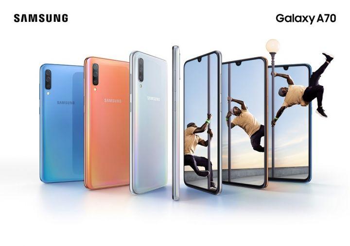 Galaxy-A70_Lifestyle-KV_combo_bluecoralwhite_2P1.jpg