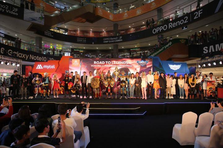 Mytel-and-Mobile-Legends-Bang-Bang-Partnership-Event-Group-Photo.jpg