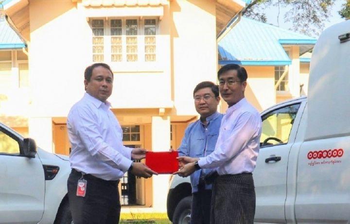 Ooredoo-donates-two-vehicles-to-Daw-Khin-Kyi-Foundation-1.jpg