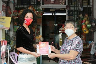 Photo-1_Managing-Director-of-TrueMoney-Myanmar-hand-overs-health-insurance-coverage-to-territory-distributor.jpg