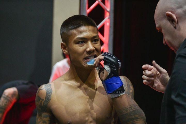 Punnya-Sai-blue-defeats-Raghvendra-Singh-via-TKO-One-Warrior-Series-Aug-2019-188-1200x800-1.jpg