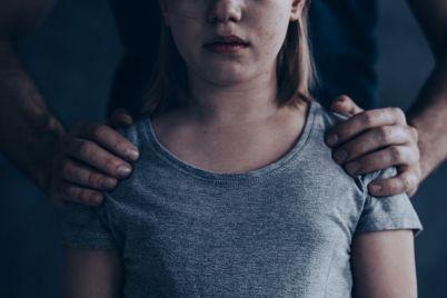 abused-little-girl-P6SJ2GX-e1566118263383.jpg