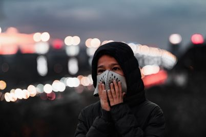 air-pollution-concept-young-person-with-breathing-8BFHLDD.jpg