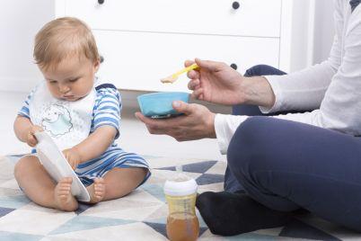 baby-during-feeding-PPHXYSQ.jpg
