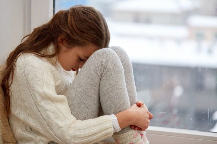 beautiful-sad-girl-at-home-PS4U8QT-e1565674572385.jpg