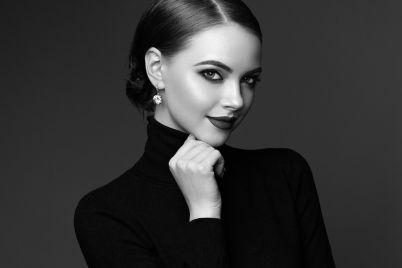 beautiful-woman-face-with-perfect-makeup-829NZXJ.jpg