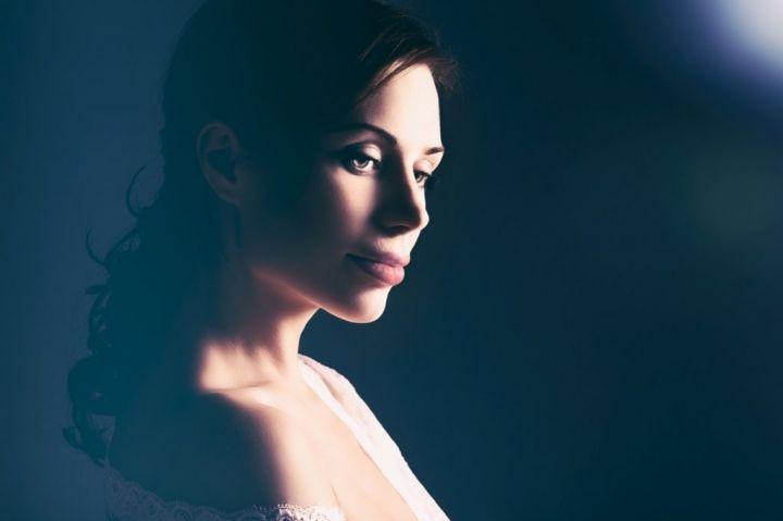 beautiful-woman-portrait-P5L6BVH-e1565596081126.jpg