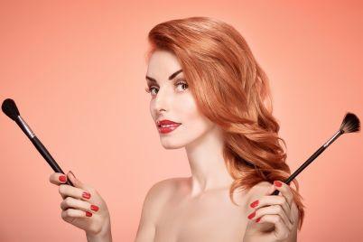 beauty-portrait-woman-eyelashes-makeup-brushes-PUNQE9T.jpg