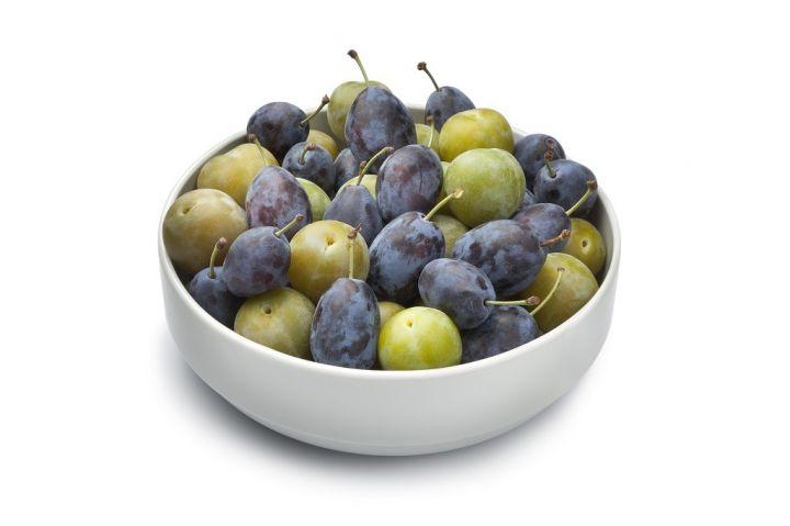 bowl-with-plums-PZ9MVBH.jpg
