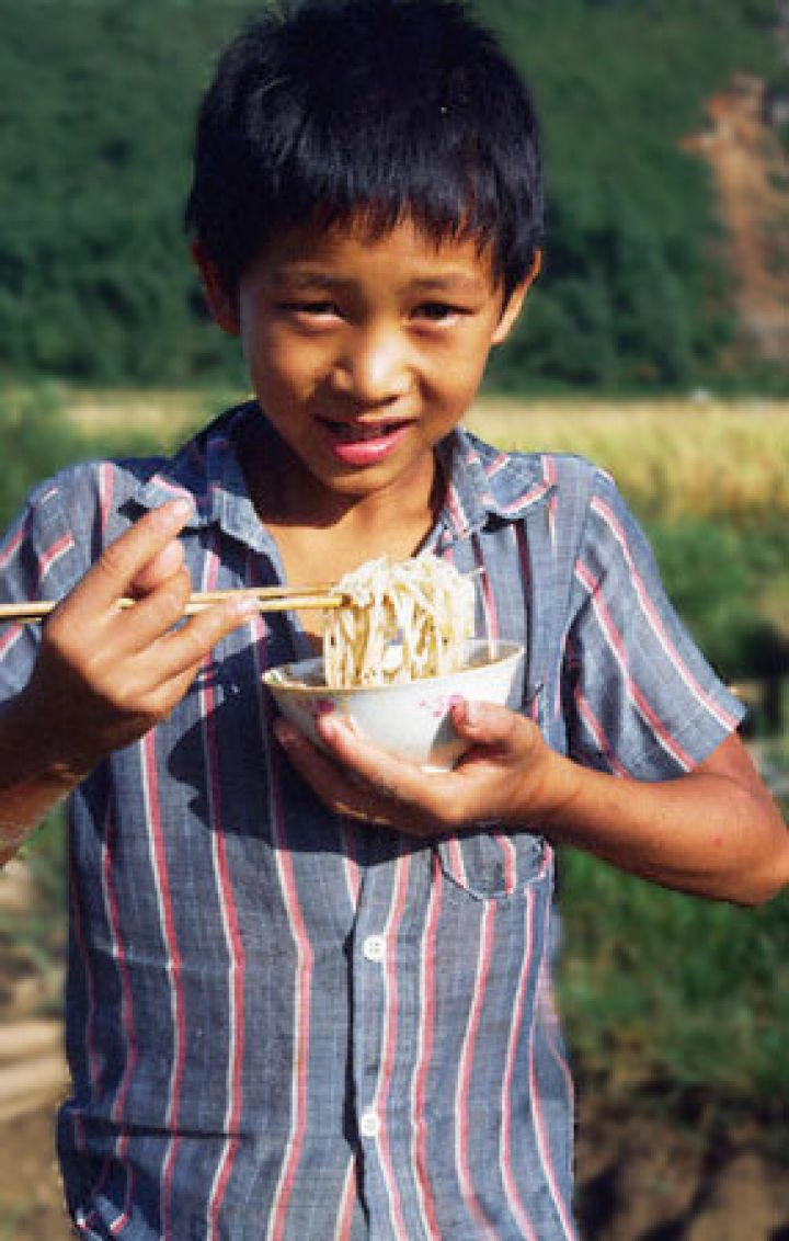 boy-eating-noodles.jpg