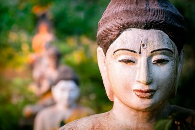 buddhas-statues-in-loumani-buddha-garden-myanmar-8AUJE6V.jpg