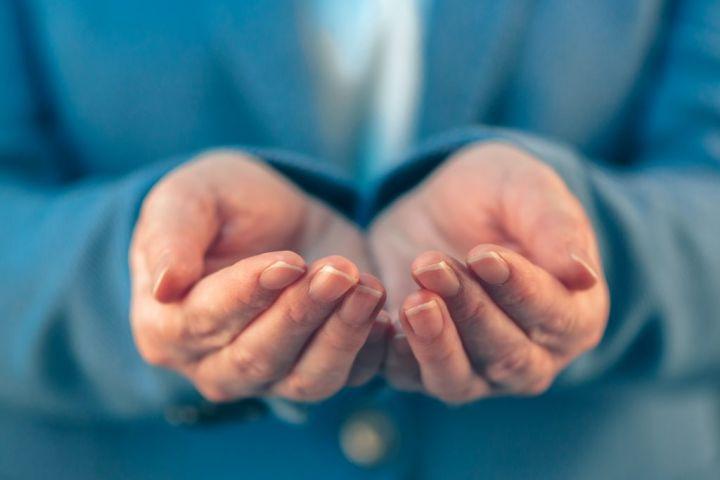 businesswoman-with-open-palms-of-her-hands-PPLCM5Q-e1564478344827.jpg