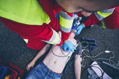 cardiopulmonary-resuscitation-on-road-ZEYVFHJ.jpg
