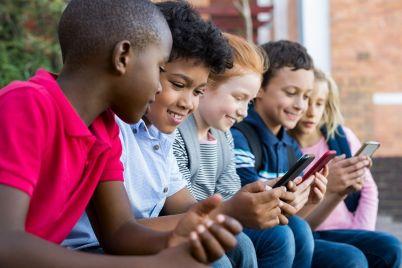 children-using-smart-phone-PM735L9.jpg