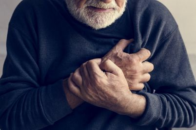 close-up-of-elderly-man-having-a-heart-attack-PE2ZHQX.jpg