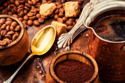 coffee-beans-and-grounds-47H8YSU.jpg