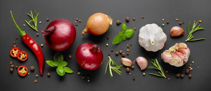 composition-of-vegetables-and-spices-JSHM2KR.jpg