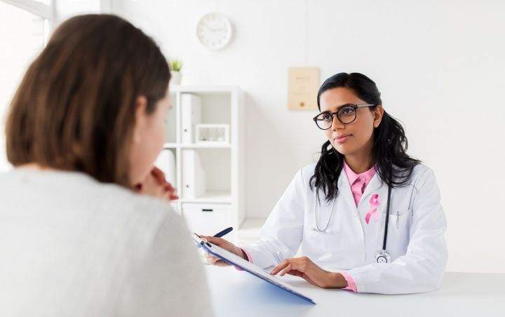 doctor-with-pink-awareness-ribbon-and-patient-PWH8WBH.jpg