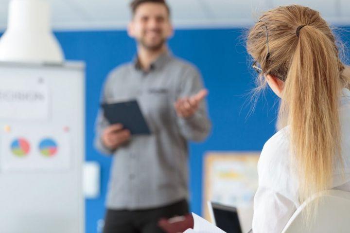 employee-paying-attention-PNLWL92-e1566122492281.jpg