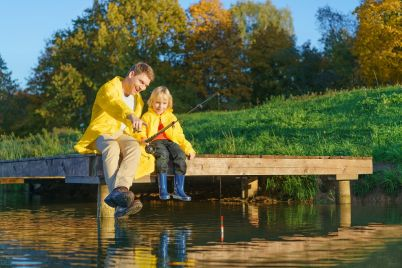 family-fishing-PN8SNZD.jpg
