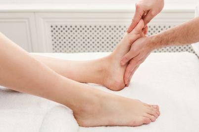 feet-massage-closeup-acupressure-PYB8UPC.jpg