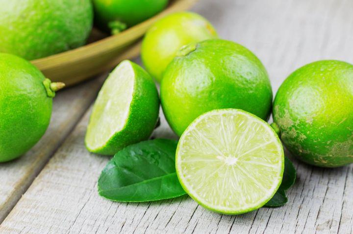 fresh-lemon-sliced-P5XNS7B.jpg