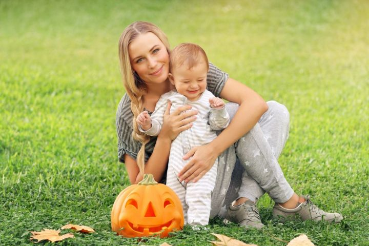 happy-mother-with-baby-outdoors-J2NKEZ5-e1565426705951.jpg