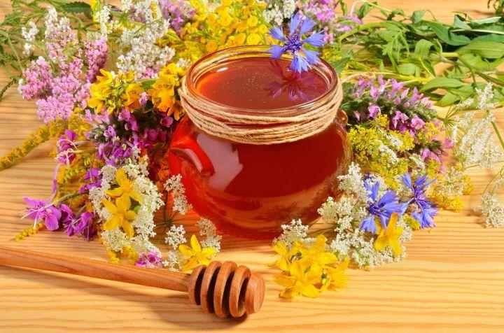 honey-with-flowers-PXPHG2T.jpg