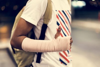 injured-young-man-with-arm-support-QXAF5RS-e1564542388789.jpg