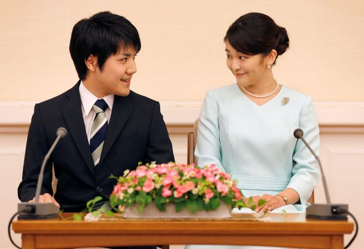japan-royals-engagement.jpg