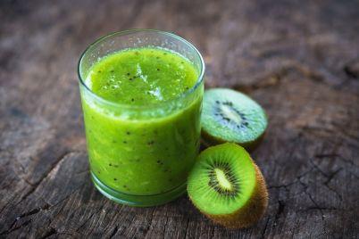 kiwi-juice-P92MG8K.jpg
