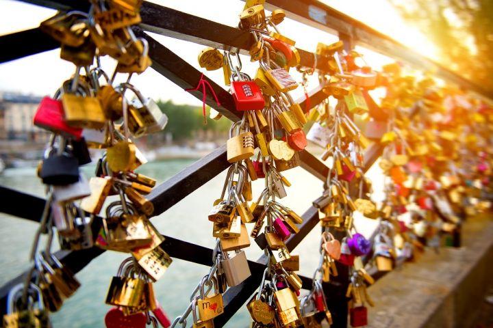 locks-of-love-on-bridge-in-paris.jpg