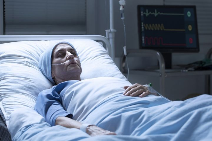 middle-aged-woman-with-cancer-dying-PQAP5ES.jpg