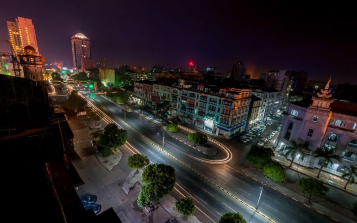 night-view-of-yangon-cityscape-myanmar-burma-PUBXC8X-e1564399320688.jpg