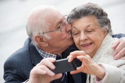 old-couple-taking-a-self-portrait-P4VGUTZ.jpg