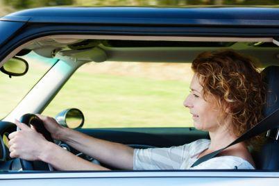 older-woman-driving-car-P575ULK-e1564654354930.jpg