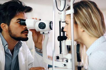 ophthalmology-concept-patient-eye-vision-LEBA57Q.jpg