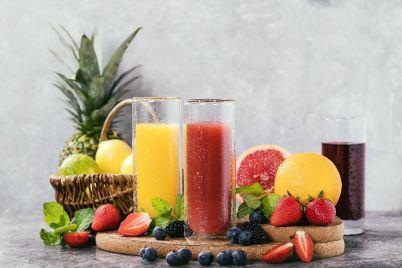 orange-blackcurrant-and-strawberry-juice-T8XQRAF.jpg
