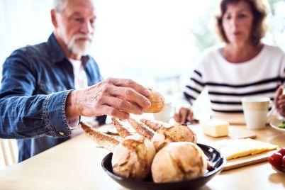 senior-couple-eating-breakfast-at-home-PRNFVMG.jpg