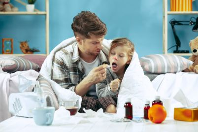 sick-man-with-daughter-at-home-the-ill-family-X6NWRZM.jpg