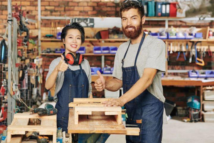 successful-carpenters-52XT7JU-e1564626428217.jpg
