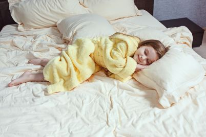 the-child-little-girl-sleeping-in-the-bed-AXEDV3H.jpg