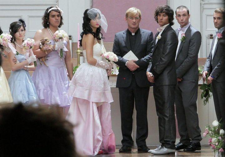 the-mysterious-katy-perry-wedding-dress-2.jpg
