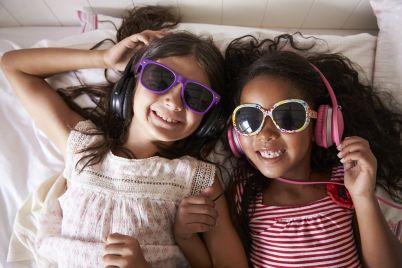 two-girls-listening-to-music.jpg